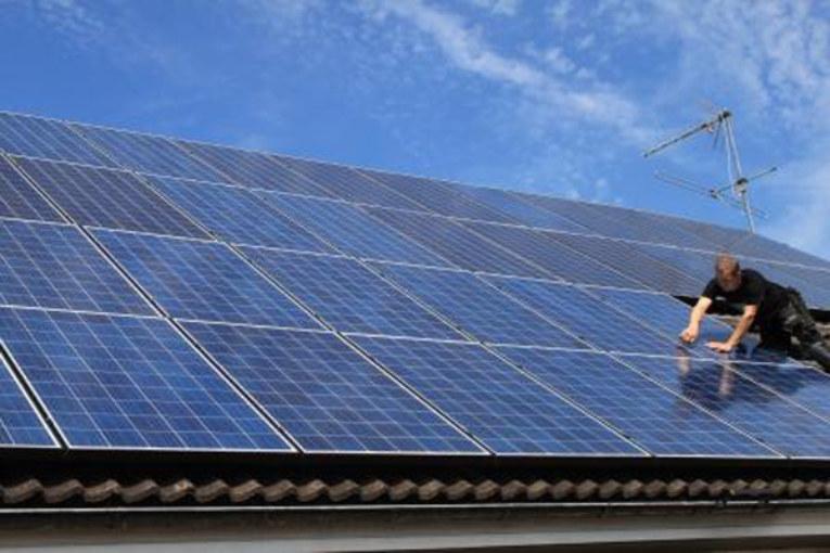 Skatt på solel sänks för stora anläggningar.