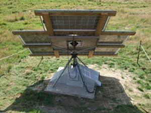 Peter har byggt en egen solföljare som står i hagen nedanför huset