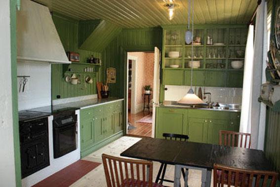 Sophie och Mats har byggt om köket i lantlig stil.