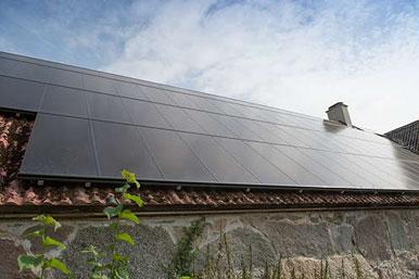 Solcellsanläggningen på 17 kW ligger i söderläge på maskinhallens tak.