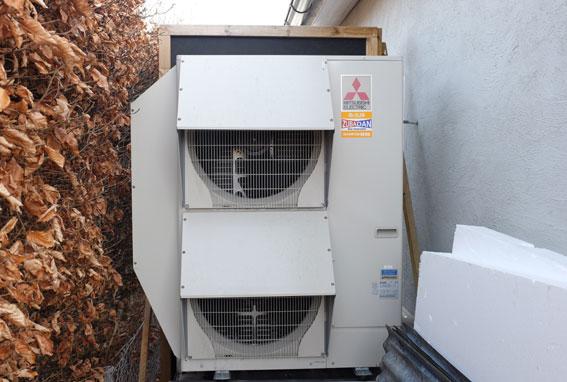Lars valde luftvattenvärmepumpen Mitsubishi Subadan som huvudvärmekälla för huset.