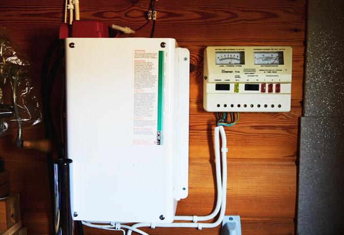 Alternativ teknik. Konvertern levererar växelström till hushållet.
