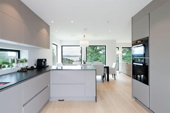 Tone valde ett stilrent kök med hållbara material och energisnåla vitvaror.