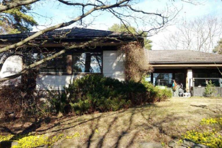 Värmebolag i rättstvist. Madeleine Larséns villa gick knappt att bo i efter installation av ny värmepump.