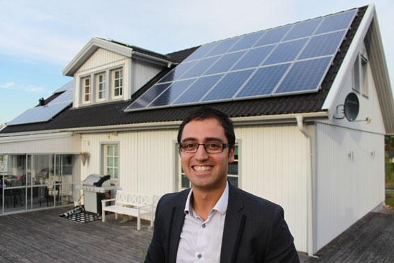 Investera i solceller. Poyan Sandnell har investerat i en solcellsanläggning på 10 kW som täcker större delen av villataket.