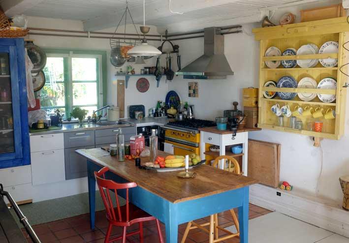 Hållbart. Ombonat kök i off grid-huset